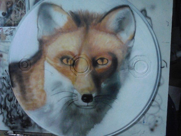 Angelas Airbrushing Fox on Drum Lid