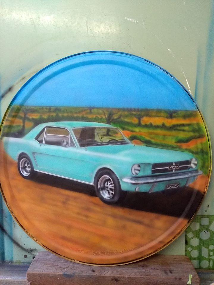Angelas Airbrushing Mustang on Drum Lid